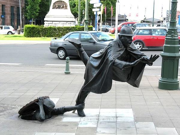 Шутка над полицейским, Брюссель, Бельгия